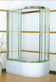 dushevye-kabiny-s-glubokim-poddonom-udobno-i-praktichno