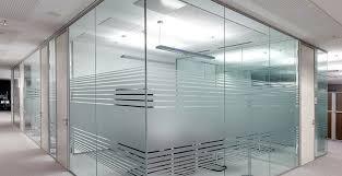 Роль стеклянных перегородок в интерьере