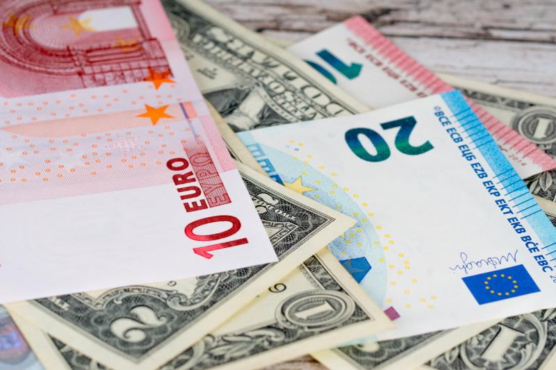 Курсы доллара и евро могут приблизиться к годовым максимумам в ноябре