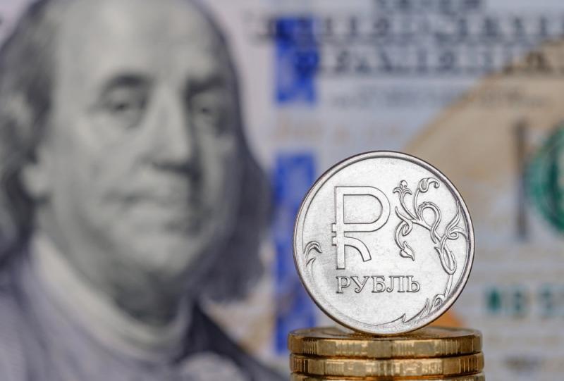 Назван худший расклад для курса рубля в апреле-мае