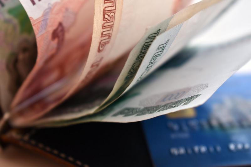 С какими курсами рубль встретит майские праздники