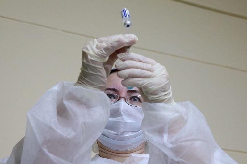 Эксперт рассказал о вакцин-ускользающих мутациях коронавируса