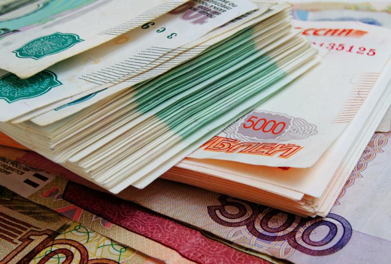 До каких максимальных значений может взлететь курс рубля к осени